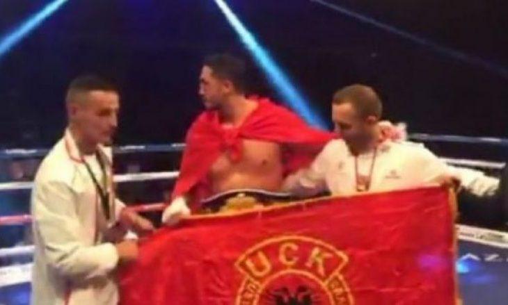 Një shqiptar merr titullin e kampionit që dikur e mbante Holyfield [video]