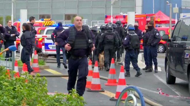 Vritet sulmuesi në aeroportin e Parisit