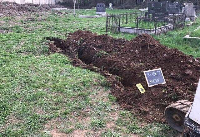 Varrezë masive në Prizren, zhvarrosen mbetje mortore të disa personave