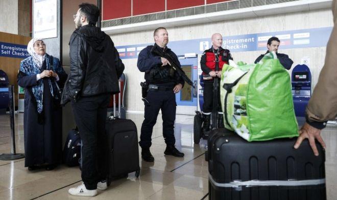 Agresori i aeroportit në Francë, alkool e drogë para sulmit