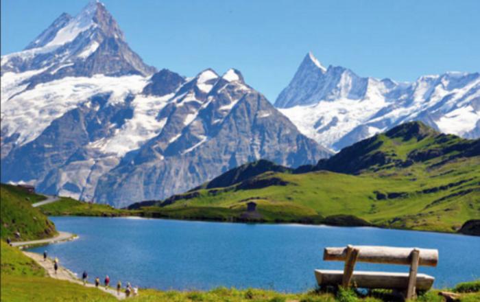 Britaniku synon shitjen e ajrit të Alpeve zvicerane
