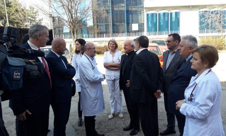 Kryepeshkopi italian që vizitoi QKUK-në ishte hetuar për korrupsion