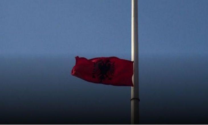 Në Kumanovë flamuri i Maqedonisë në shesh zëvendësohet nga ai shqiptar