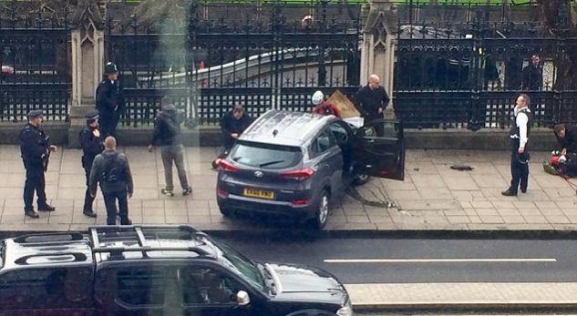 Mbi 10 veta të lënduar nga sulmi në Britani, sulmuesi i shkeli me veturë