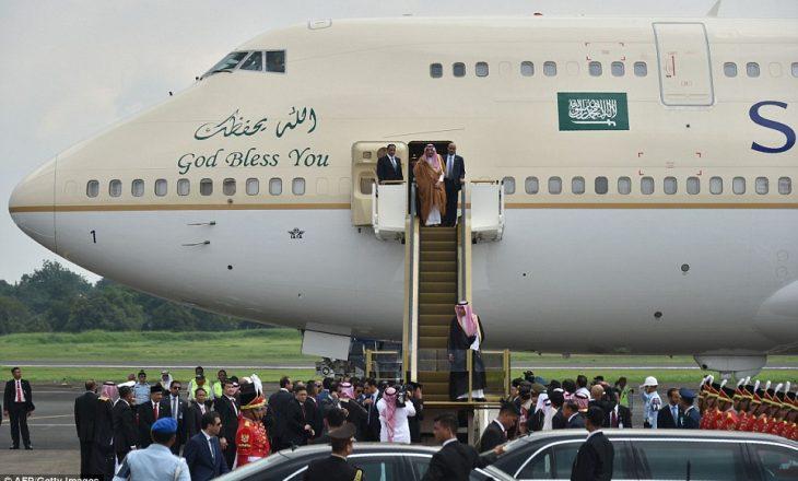 Mbërritja spektakulare e mbretit të Arabisë Saudite në Indonezi