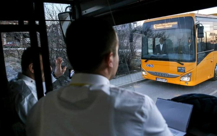 Ndërpritet qarkullimi i disa autobusëve të rinj, punëtorët në grevë