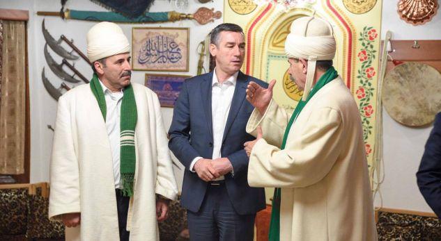 Veseli uron bektashninjtë për festën e Sulltan Nevruzit