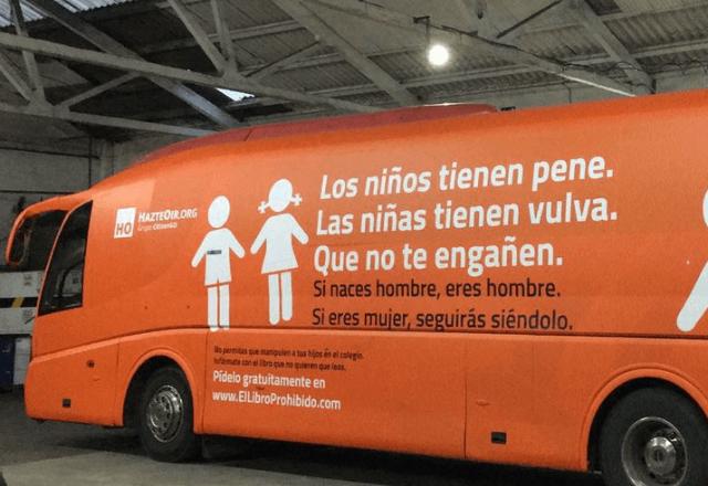 """""""Autobusi i urrejtjes"""", ndalohet nga gjykata në Spanjë"""