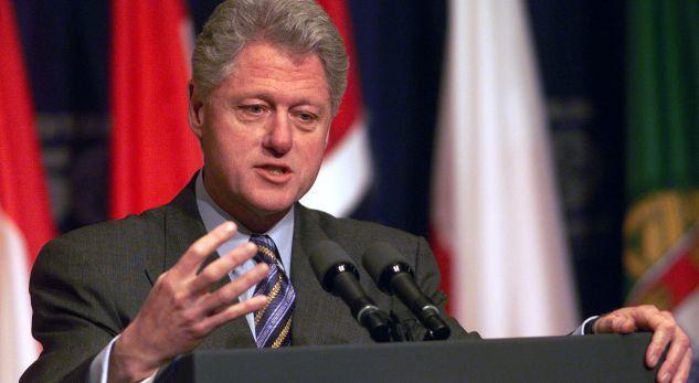 Kur Clinton arsyetonte bombardimet e NATO-s ndaj Serbisë [video]
