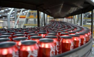 """Coca Cola nën hetime se përdorë """"mbetje njerëzish"""" në pije"""