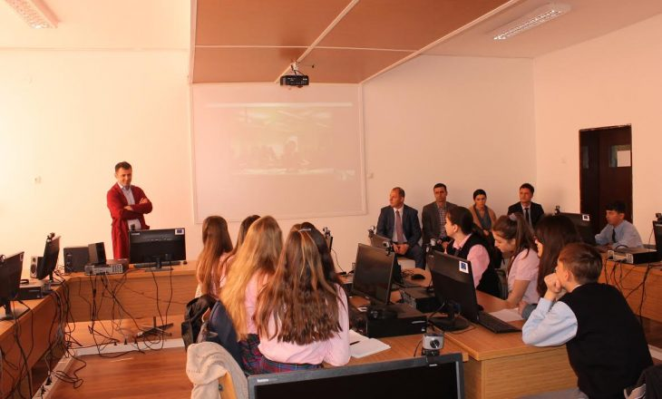 Mësim online në mes të gjimnazistëve të Drenasit dhe Finlandës