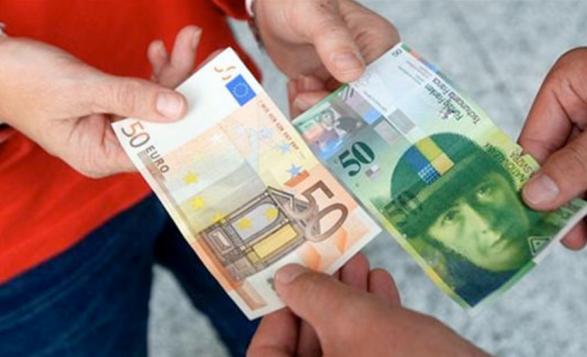 Euro forcohet kundrejt frangut