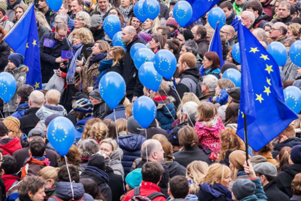 Mijëra evropianë protestojnë për një Evropë të Bashkuar