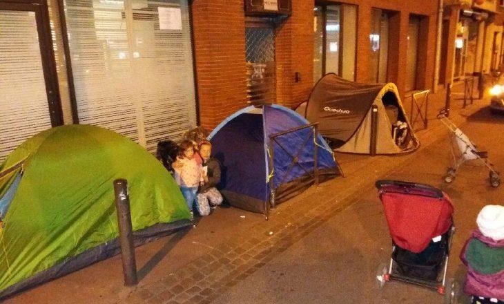 Familjet shqiptare që jetojnë nëpër rrugët e qytetit francez
