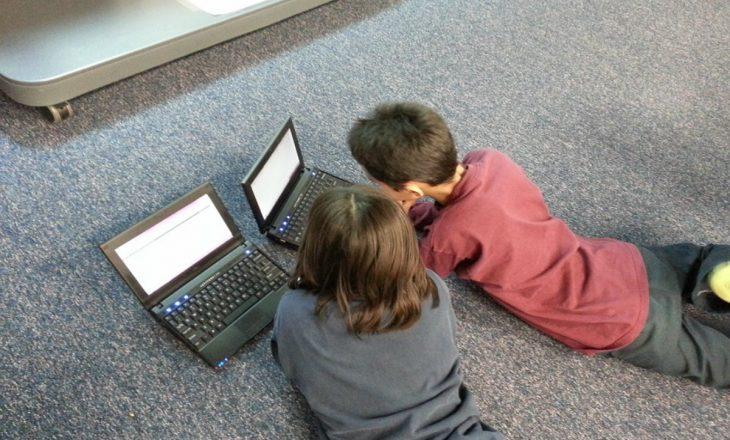 Ndalimi i laptopëve, panik mes prindërve