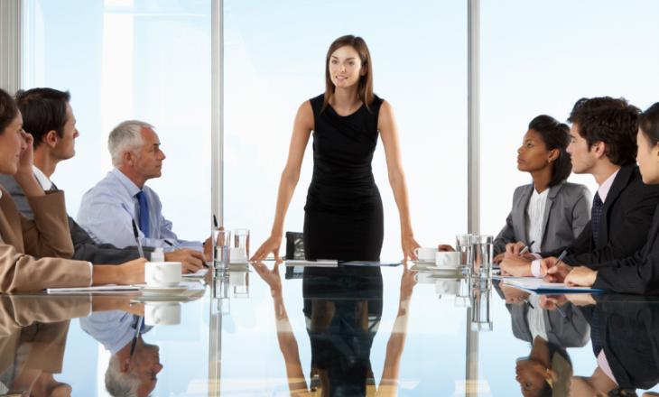 Gratë janë lidere më të mira se burrat, tregon studimi me 3 mijë menaxherë