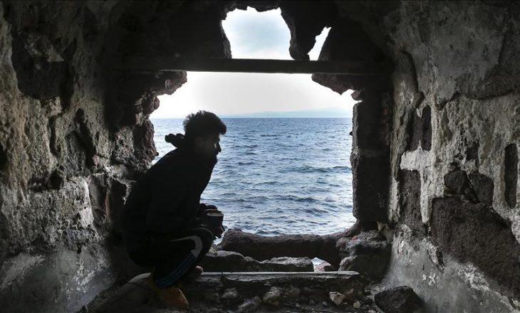 Refugjati nga Afganistani prej 8 muajsh jeton në kalanë greke