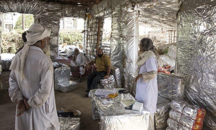 Gruaja nga Pakistani ndërton shtëpi nga plehrat