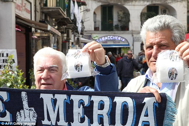 Në Napoli shesin letra higjienike me fytyrën e Higuain [foto]