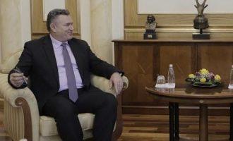 Rexhep Hoti shfrytëzon edhe një emision televiziv për t'i thurur lavde Thaçit