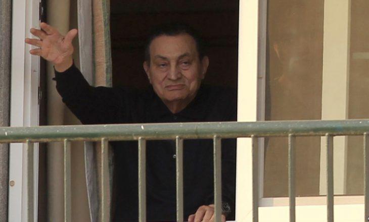Lirohet ish-presidenti i Egjiptit Hosni Mubarak