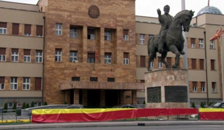 VMRO ngre barrikadë në Kuvend