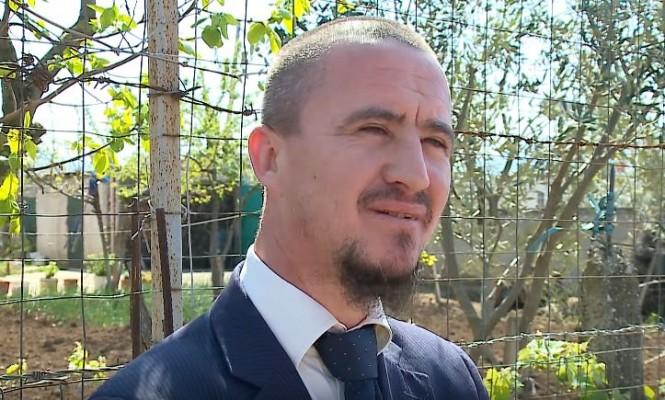 Imami shqiptar kërkon falje për humorin me priftërinjtë