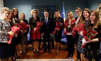 Kryeministri injoron kundërshtimin e NATO-s për ushtrinë, uron për së dyti 8 marsin