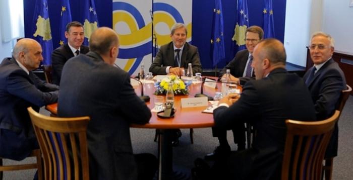 Përfaqësues të pozitës dhe opozitës u takuan në Tiranë për dialog politik