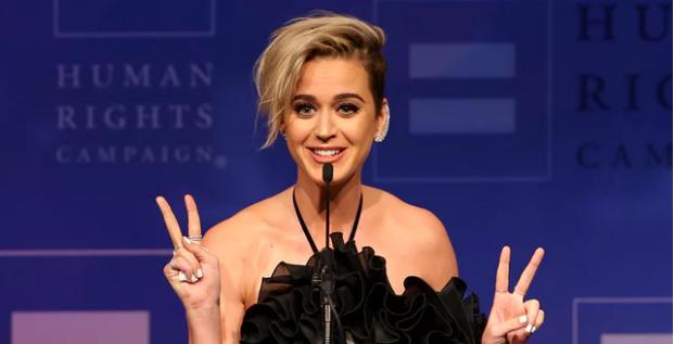 Katy Perry: Jam mësuar të lutem kundër homoseksualëve