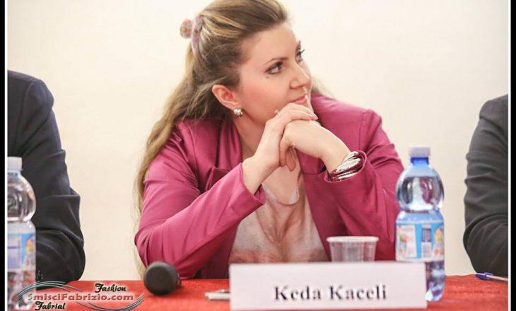 Rrefimi i gazetares për debatin me djalin e Enver Hoxhës në aeroportin e Milanos