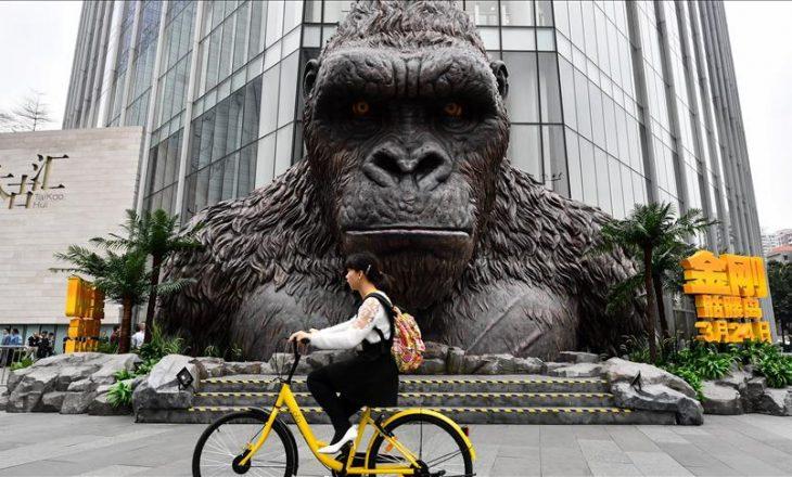 Busti gjigant i King Kong