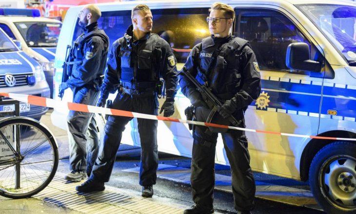 Pese të lënduar nga një sulm në Dusseldorf, policia arreston dy të dyshuarit e parë