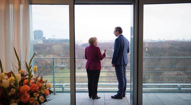 """Merkel bind Vuçiqin që """"Lista Srpska"""" të kthehet në institucionet e Kosovës"""