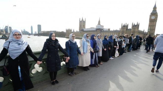 Gratë bëhen bashkë në Londër për t'u solidarizuar me viktimat e sulmit terrorist