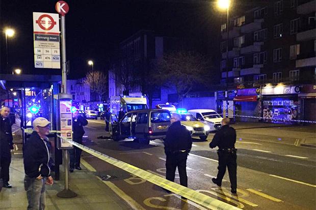 Tre të plagosur pasi makina niset drejt këmbësorëve në Londër