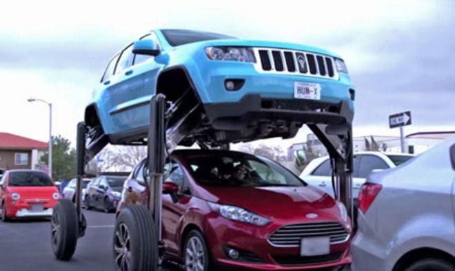"""Makina anti-trafik nga kompania """"Jeep"""""""