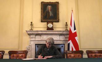May nënshkruan letrën për daljen e Britanisë nga BE-ja