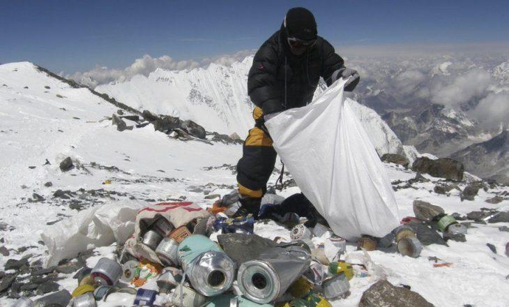"""""""Mount Everest"""" pastrohet nga mbeturinat"""