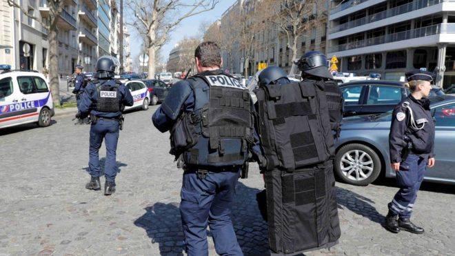Shpërthen një zarf bombë në zyrat e FMN-së në Paris