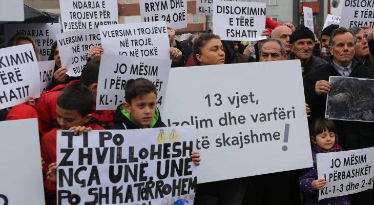 Banorët e Hades protestojnë kundër rrënimit të shtëpive