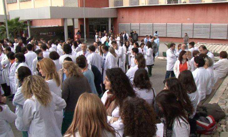 Federata Sindikale e Shëndetësisë paralajmëron grevë