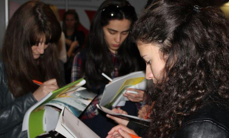 """Të rinjtë: Konkurset shpallen sa për """"sy e faqe"""""""