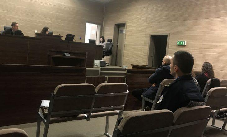 Katër persona hynë me dhunë në gjykatë dhe kërcënojnë gjyqtarin