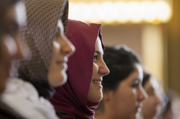 Amnesty International: Ndalesa e shamisë në punë legalizon diskriminimin