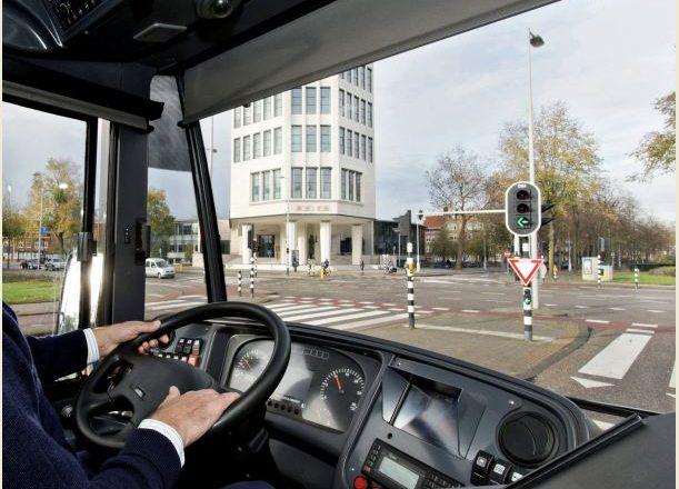Shoferi gjerman i autobusit godet kosovarin dhe e fyen në baza etnike