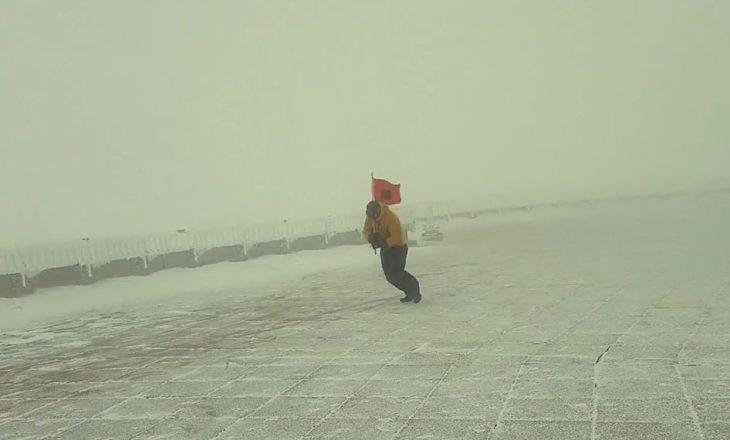 Në majën e Malit Uashington me flamurin shqiptar [video]
