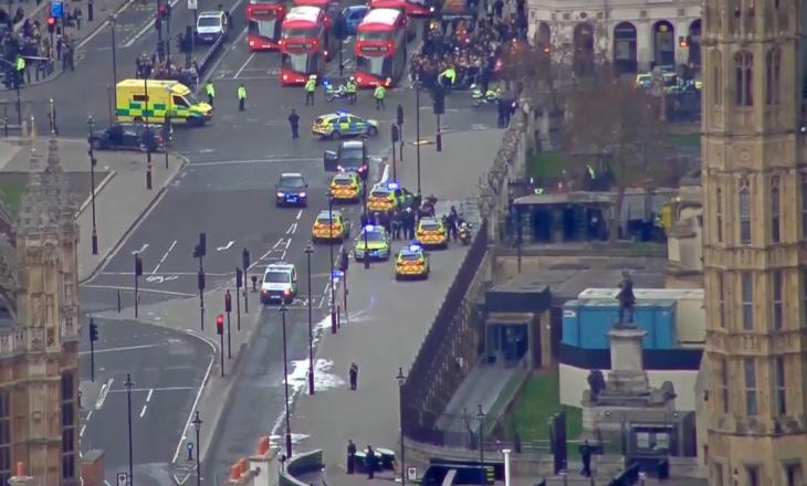 Të shtëna armësh jashtë Parlamentit të Britanisë