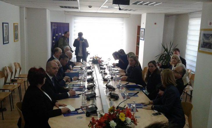 Mogherini nis takimin me drejtuesit e partive politike