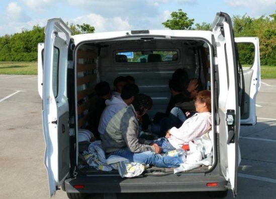 Dënohet kosovari që kishte kontrabanduar 600 refugjatë në Austri
